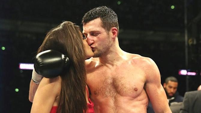 Boxing - Carl Froch forced to postpone Julio Chavez Vegas fight