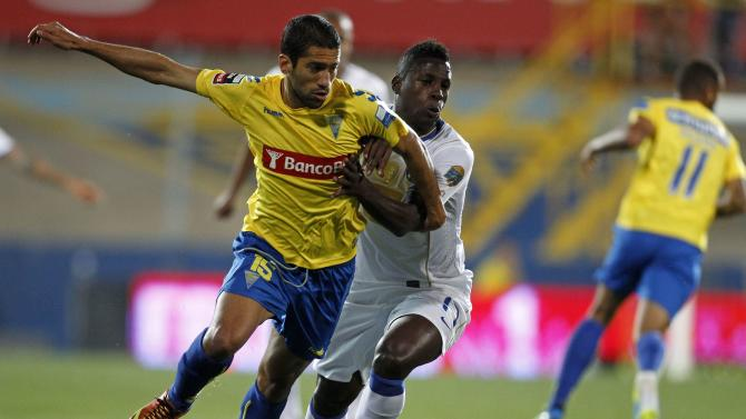 Porto's Varela fights for the ball with Estoril's Goebel during their Portuguese premier league soccer match in Estoril