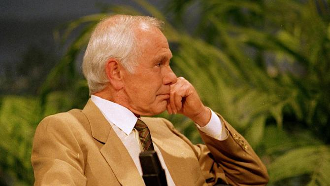 """In this May 21, 1992 file photo, talk show host Johnny Carson listens to entertainer Bette Midler sing him a farewell love song during the second-to-last taping of """"The Tonight Show"""" in Burbank, Calif.  With his debut as host of NBC's """"The Tonight Show"""" 50 years ago this October, until he retired from the show on May 22, 1992, he was seen by more people on more occasions than anyone else in American history. """"Johnny Carson: King of Late Night,"""" a two-hour """"American Masters"""" portrait premiers Monday at 9 p.m. EDT on PBS. (AP Photo/Douglas Pizac, file)"""