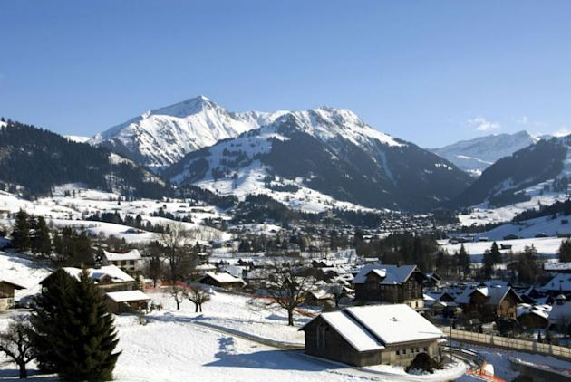 The village features a picturesque promenade surrounded by snow-covered slopes.