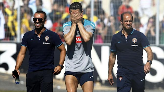 World Cup - Ronaldo lasts less than 20 minutes in training, says he's OK