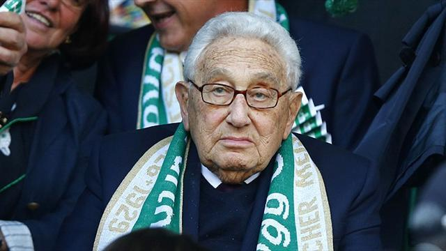 Kissinger keeps promise to attend Greuther Fuerth game