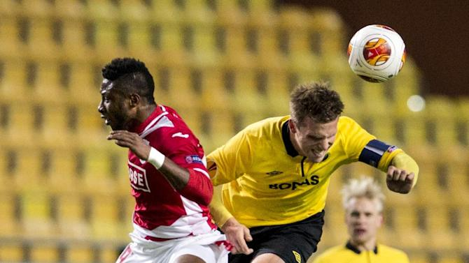 Standard's Michy Batashuayi, left, fights for the ball with Elfsborg's Anders Svensson during the Europa League soccer match between IF Elfsborg and Standard Liege in Boras, Sweden, Thursday October 3, 2013