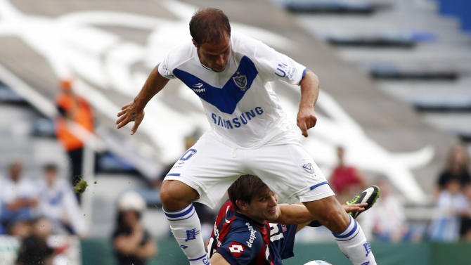Velez Sarsfield's Insua dribbles past San Lorenzo's Kannemann during their Argentine First Division soccer match in Buenos Aires