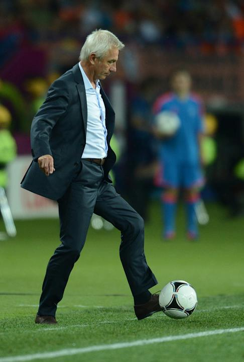 Dutch Headcoach Bert Van Marwijk Kicks AFP/Getty Images