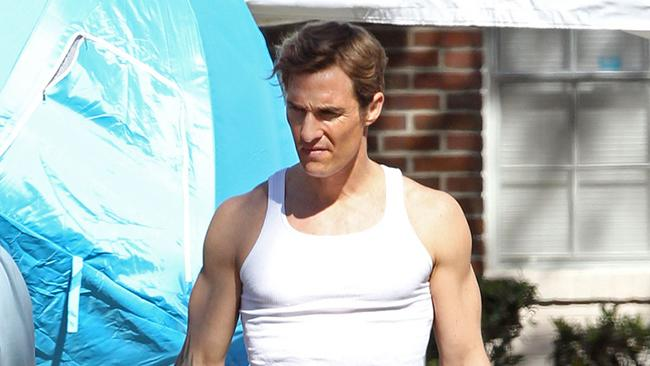 **EXCLUSIVE** Matthew McConaughey shows his improved muscular physique on the set of his new crime drama 'True Detectives' in New Orleans