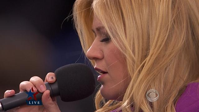 """Kelly Clarkson sings """"My Country, 'Tis of Thee"""""""