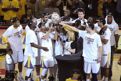 NBA playoffs scores 2015: Warriors advance to NBA Finals with ugly win