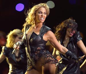 Beyonce Rocks Super Bowl Halftime Show, Superdome Lights Go Out: Celebs React