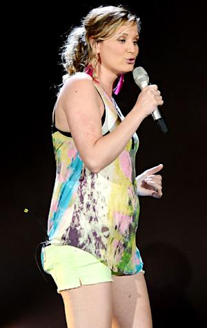 PIC: Jennifer Nettles Shows Off Her Baby Bump at Sugarland Concert