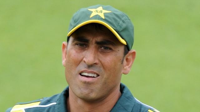 Cricket - Younis falls on slow morning