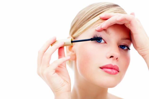Macht Mascara Wimpern wirklich brüchig? (Bild: thinkstock)