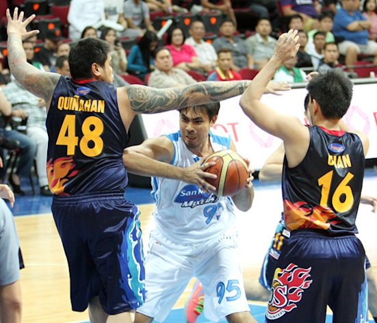 JR Quinahan and Jeff Chan try to stop Yancy De Ocampo. (PBA Images)