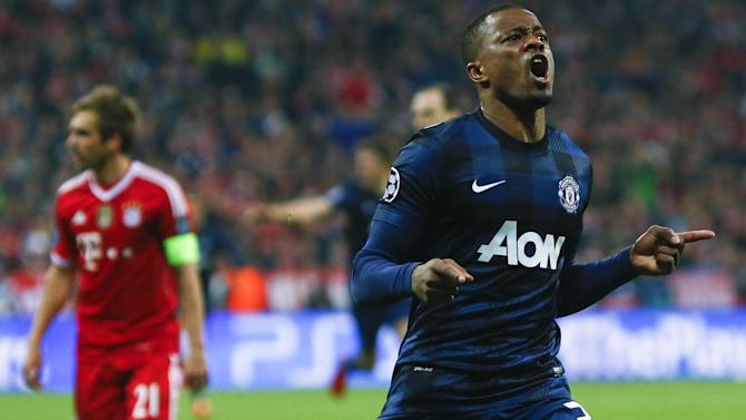 Premier League - Evra signs new United deal