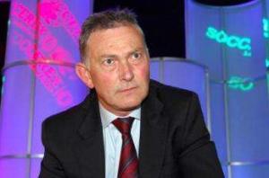 Premier League clubs face points deductions over spending cap, warns Scudamore