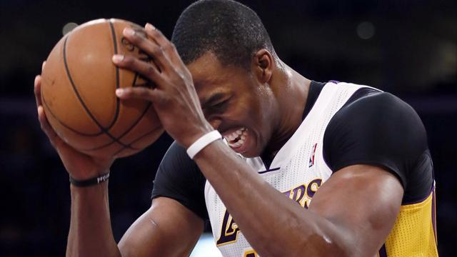 Basketball - Howard has last laugh in first return against Lakers