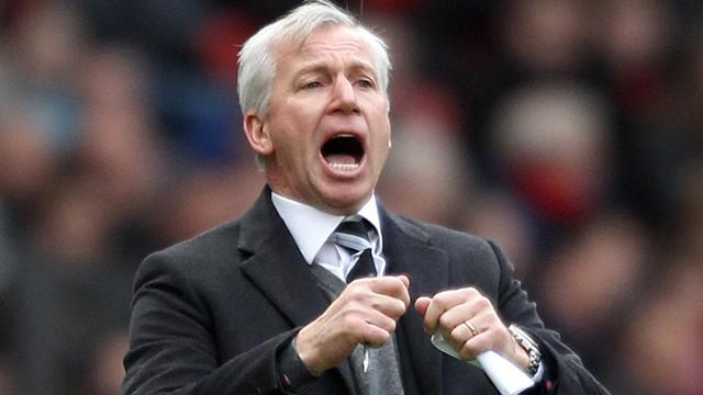 Premier League - Pardew to face panel over headbutt