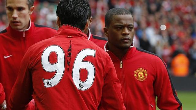Video: Suarez and Evra shake hands