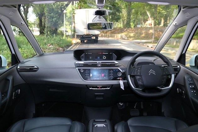 citroen c4 grand picasso review truth in art yahoo news singapore. Black Bedroom Furniture Sets. Home Design Ideas