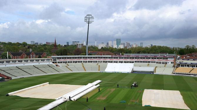 Cricket - LV County Championship - Division One - Day One - Warwickshire v Yorkshire - Edgbaston