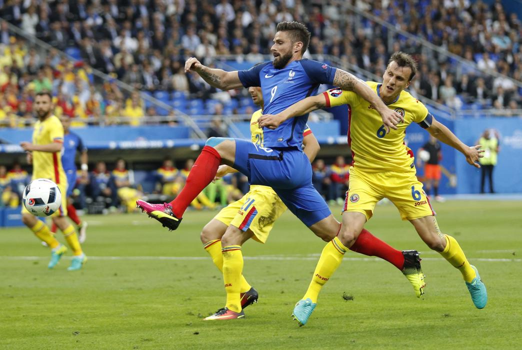 France's Olivier Giroud in action with Romania's Vlad Chiriches