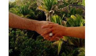 Christina Aguilera Shows Off Engagement Ring On Twitter image Christina Aguilera Engagement Pic