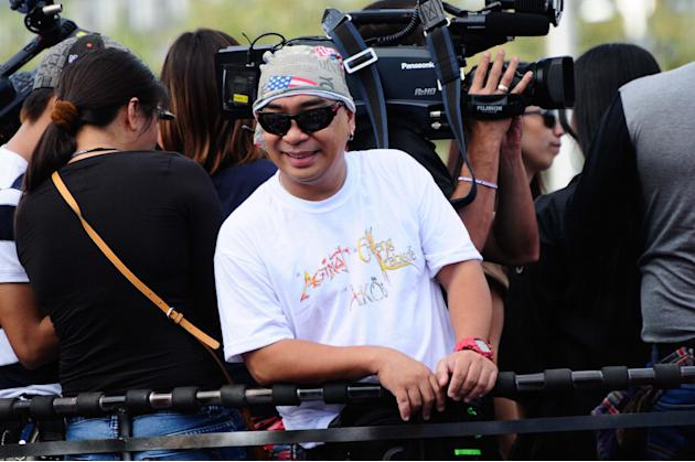 """Comedian Wally Bayola smiles for the crowd while riding the float of the MMFF entry """"Si Agimat, Si Enteng Kabisote at Si Ako during the 2012 Metro Manila Film Festival Parade of Stars on 23 December 2"""