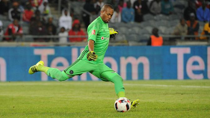 EXTRA TIME: Watch Bafana and Pirates goalkeeper Mhlongo train with his rival Mabokgwane