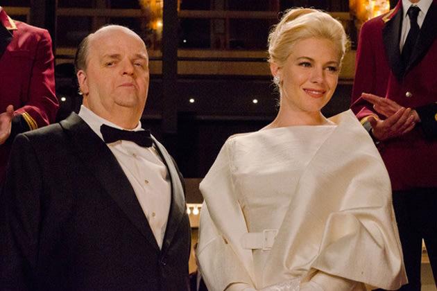 Toby Jones und Sienna Miller als Alfred Hitchcock und Tippi Hedren (Bild: Kelly Walsh/HBO)