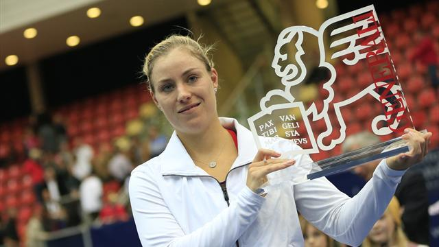 Tennis - Kerber defeats Ivanovic in Linz final