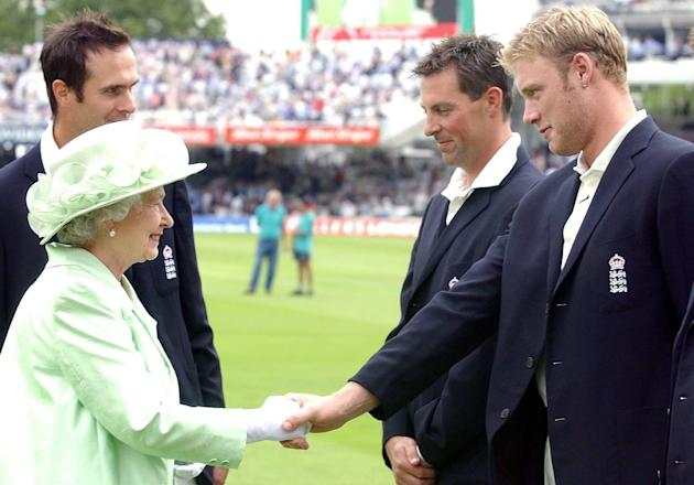 Queen Meets Cricket Team