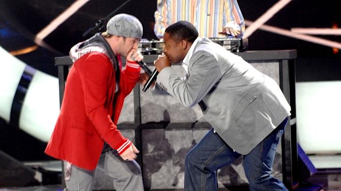 Top 2 Finalist Blake Lewis and Doug E. Fresh freestyle beatboxing on the 6th season finale of American Idol.