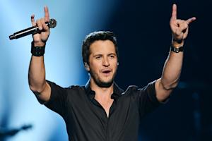 On the Charts: Luke Bryan Edges Out John Mayer