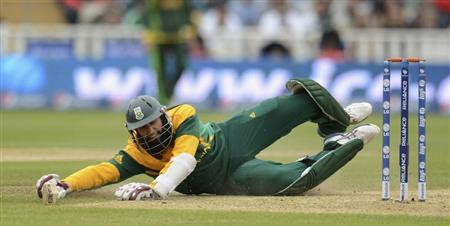 South Africa's Amla dives into the crease during the ICC Champions Trophy match against Pakistan in Birmingham