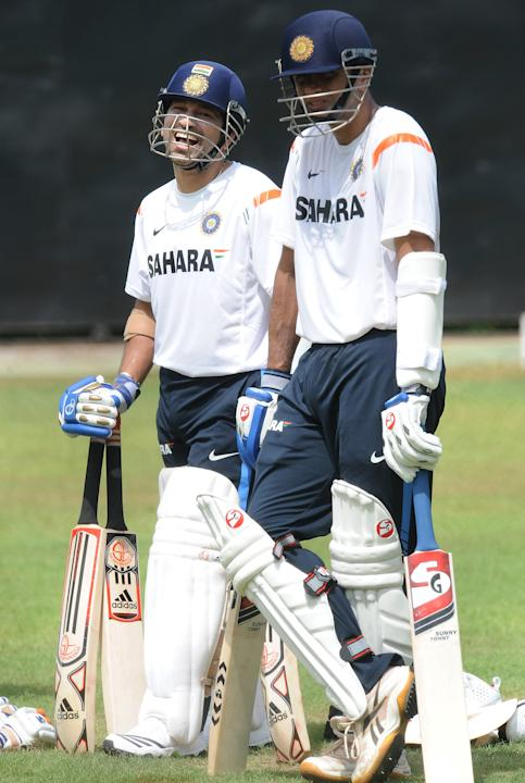 Indian cricketer Sachin Tendulkar (L) sh