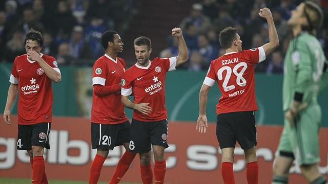 Bundesliga - Schalke misery continues with German Cup loss to Mainz