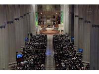 First Moonwalker Neil Armstrong Mourned at Washington's National Cathedral