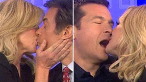 Jane Krakowski Gets Frisky With Jason Bateman, Dr. Oz