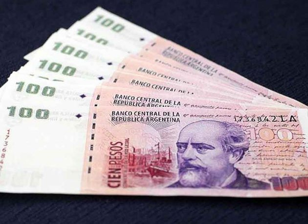 El Banco Central sigue inundando el mercado con billetes de 100 pesos