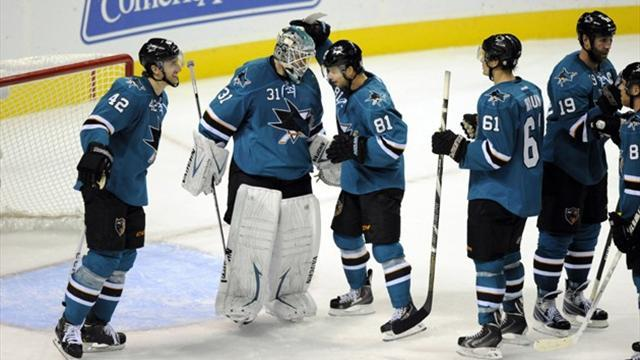 NHL - Sharks down Blackhawks in shootout