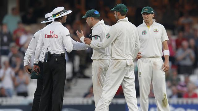 Ashes - Clarke warned umpire Dar: Don't touch me