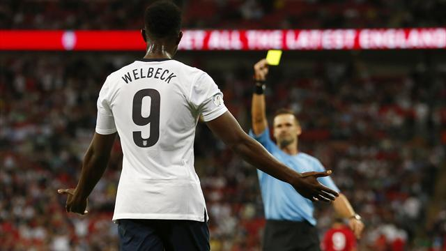 World Cup - Hodgson furious at 'unbelievable' Welbeck booking