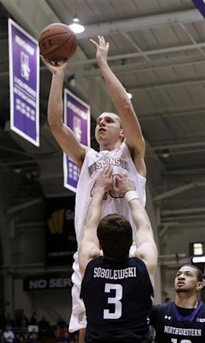 No. 19 Wisconsin cruises past Northwestern 69-41