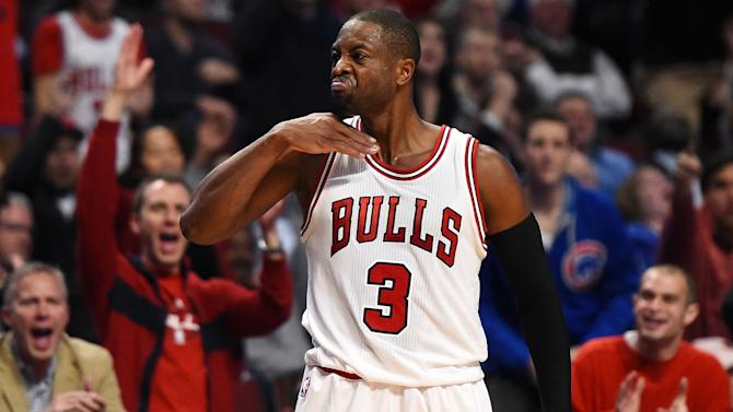 Dwyane Wade fined $25,000 for throat-slash gesture