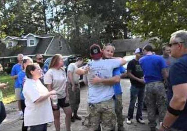 South Carolina Airmen Volunteer in Neighborhood Damaged by Flooding
