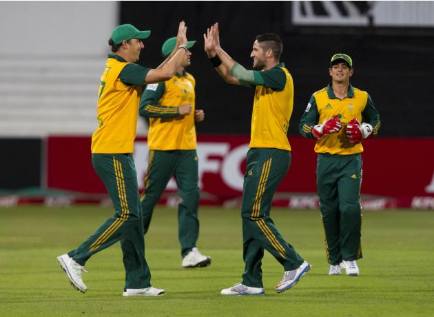 South Africa's Abbott and Parnell celebrate taking the wicket of Australia's Watson as de Kock looks on during the cricket T20 International cricket match in Durban
