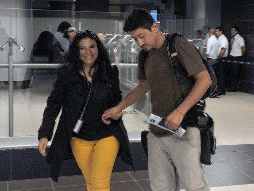 Chilean AFP photographer Hector Retamal (R) is welcomed by journalist Isabel Sanchez upon arrival from Nicaragua, in Juan Santa Maria airport on May 11, 2013, in San Jose, Costa Rica. Retamal was deported to Costa Rica after been held under arrest for four days without charges against him. Last May 7 Retamal, --who was appointed in Managua-- was heading to the presidential residence to cover a meeting between President Daniel Ortega and the Palestinian Foreign Minister Riyad al-Malki when he was arrested by the Nicaraguan police. AFP PHOTO