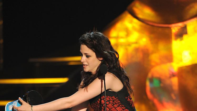 Kristen Stewart onstage during the 2009 MTV Movie Awards held at the Gibson Amphitheatre on May 31, 2009 in Universal City, California.
