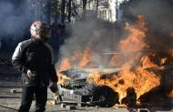 A car burns during clashes between anti-government protesters and Interior Ministry members in Kiev, February 18, 2014. REUTERS/Maks Levin