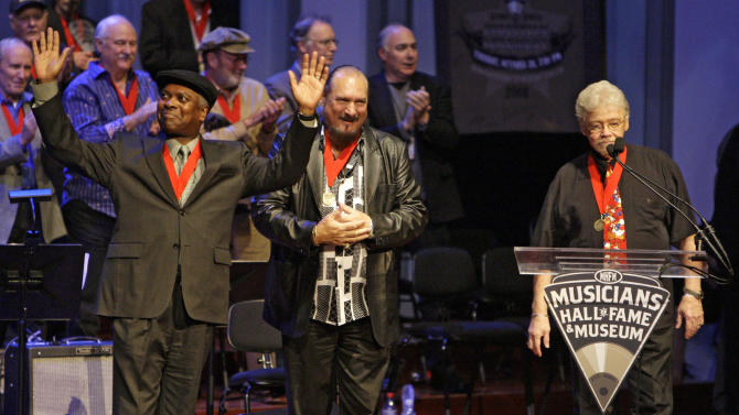 """FILE - In this Oct. 28, 2008 file photo, Booker T. Jones, left, Steve Cropper, center, and Donald """"Duck"""" Dunn, right, of the group Booker T. & the MGs, acknowledge the applause as they are inducted into the Musicians Hall of Fame in Nashville, Tenn. Bass player and songwriter Dunn died in Tokyo, Sunday May 13, 2012. He was 70. (AP Photo/Mark Humphrey, File)"""